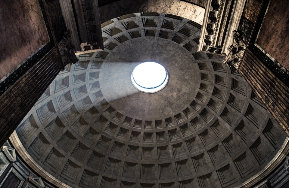 Enter_the_pantheon_Rome